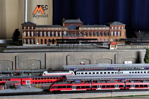Bahnhof Bahnsteig 2019 l