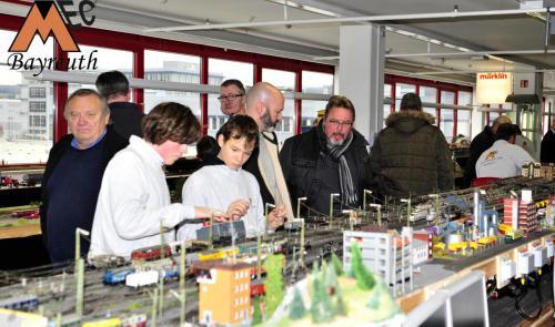 Die Jugend kümmert sich um den reibungslosen Ablauf der Zugfahrten auf den Anlagen.